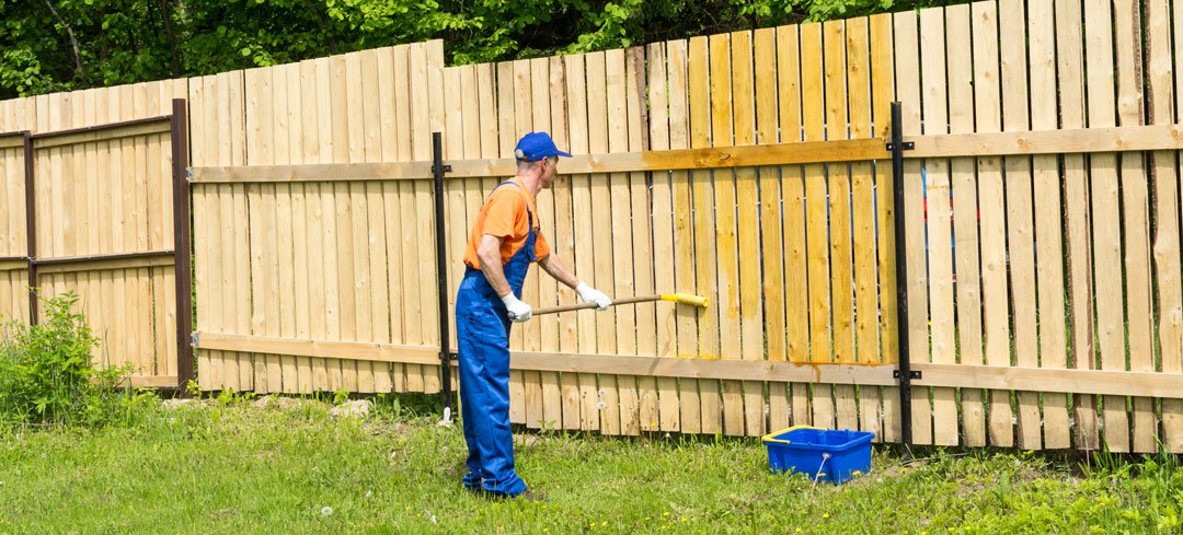 Staining Fence With Roller